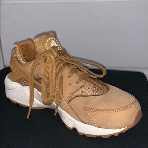 Tan Nike Air Huaraches size 7
